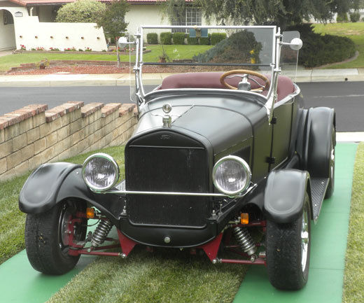 1927 Ford Model T (Black/Red)