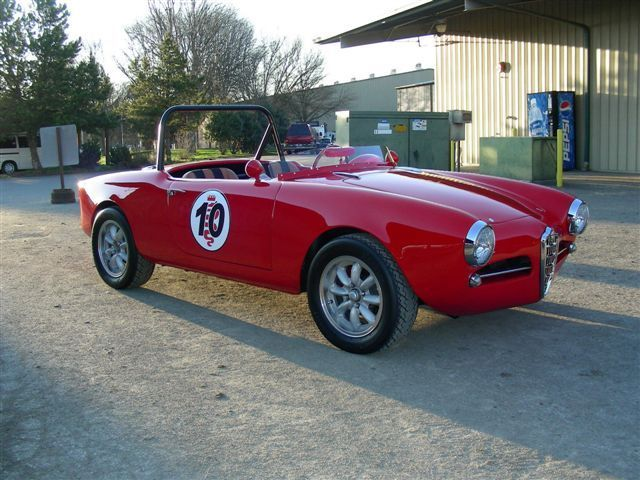 1962 Alfa Romeo Spider (BLACK/BURGANDY)