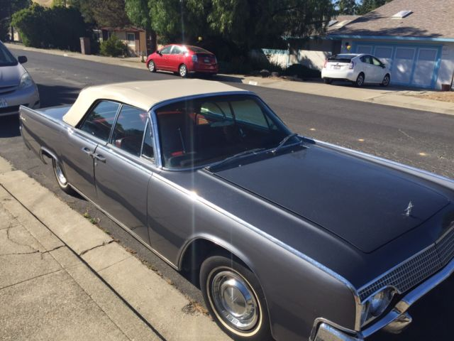 Seller Of Classic Cars 1961 Lincoln Continental SilverRed