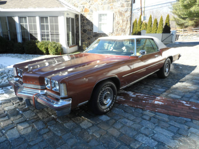 1974 Oldsmobile Toronado (Brown/White)