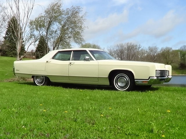 seller of classic cars 1970 lincoln continental white gold. Black Bedroom Furniture Sets. Home Design Ideas
