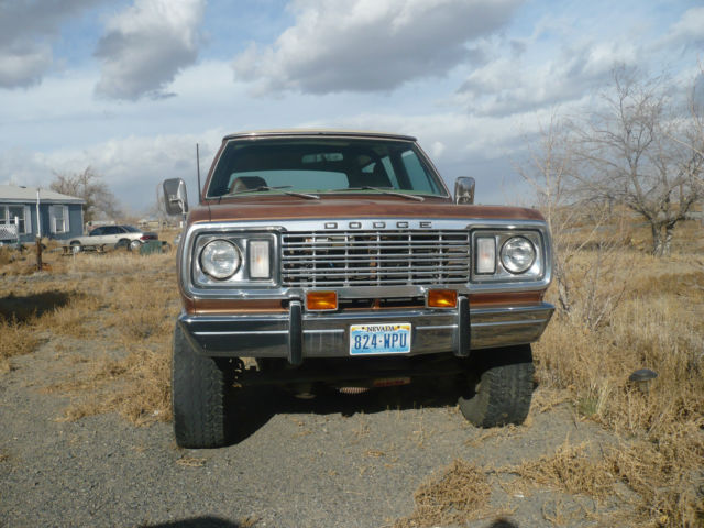 1977 Dodge Ramcharger (Tan/Tan)