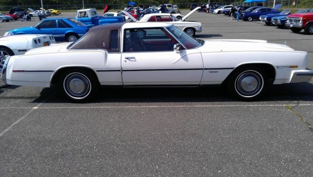 1978 Oldsmobile Toronado (White/Burgundy)
