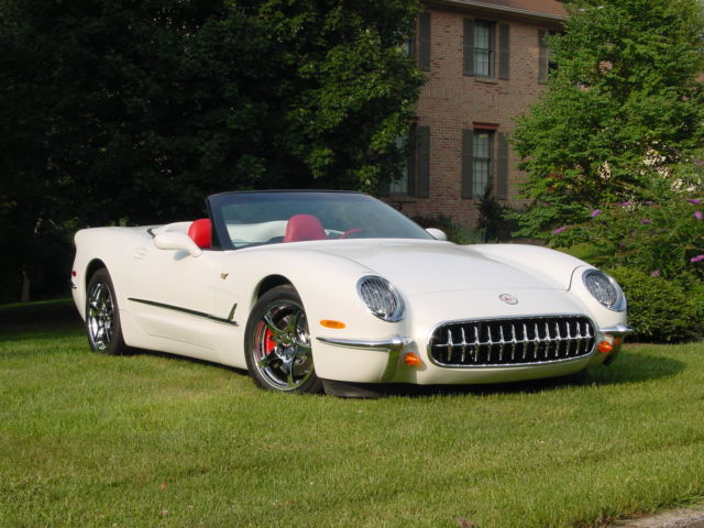 2000 Chevrolet Corvette (Pearl White/Red and black)