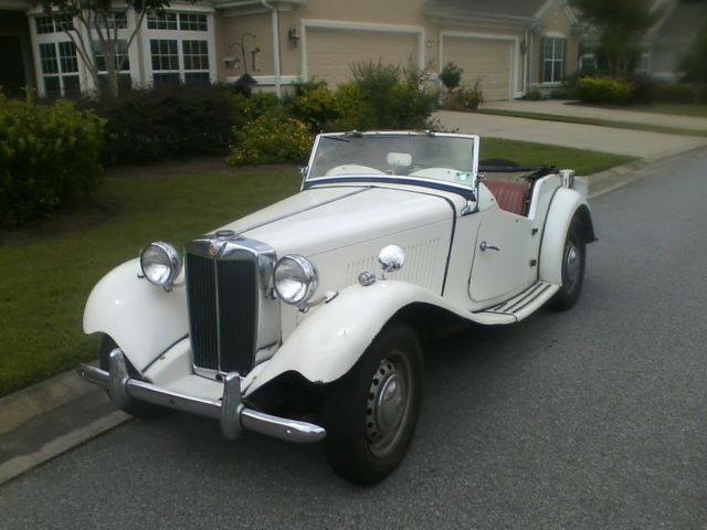 1953 MG T-Series (Cream/Red)