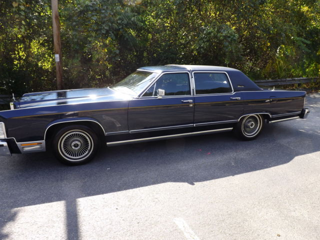 Seller Of Classic Cars 1979 Lincoln Town Car Green Black