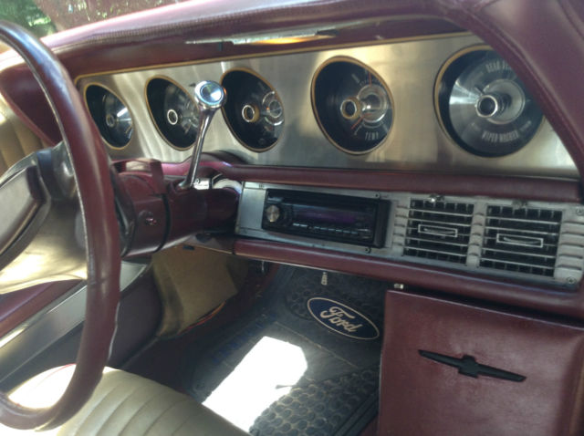 seller of classic cars 1968 ford thunderbird black gold and burgundy. Black Bedroom Furniture Sets. Home Design Ideas