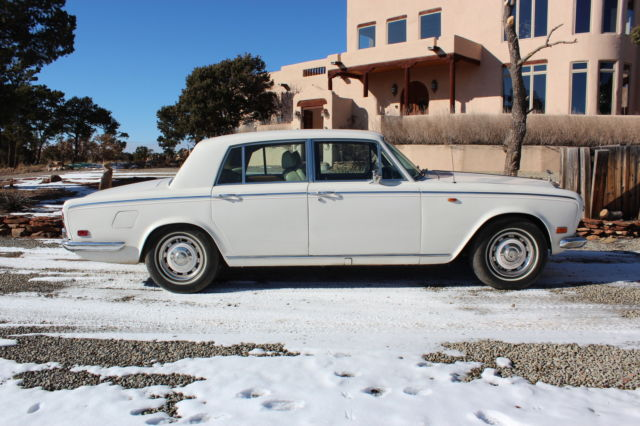 1975 Rolls-Royce Silver Shadow (White/Tan)