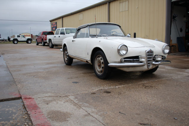 1963 Alfa Romeo Spider (White/Black)