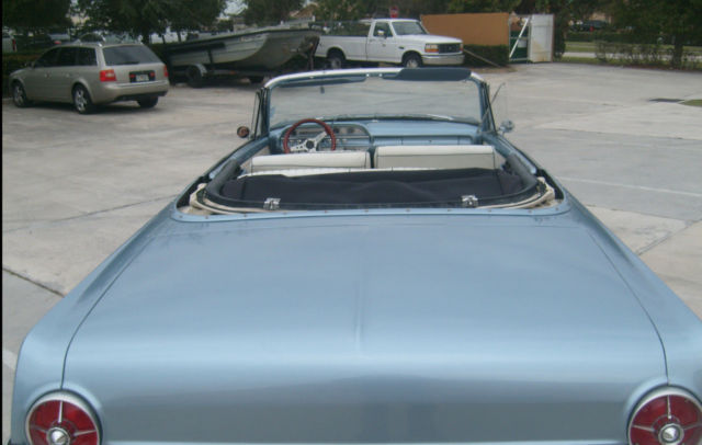 Seller of Classic Cars - 1962 Ford Galaxie (blue / cream