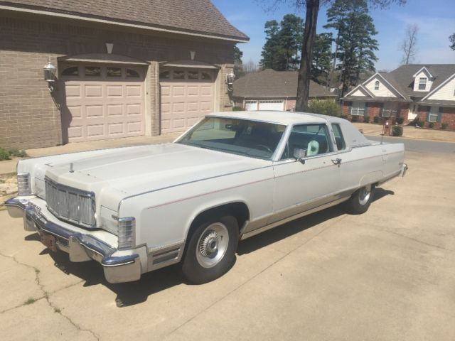 1976 Lincoln Town Car (Silver/Gray)