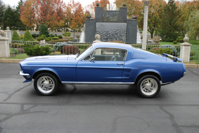 Seller of Classic Cars - 1967 Ford Mustang (Blue with white