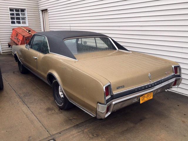 Seller of Classic Cars - 1967 Oldsmobile 442 (Gold/Black)