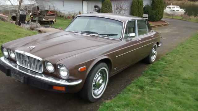 1977 Jaguar XJ12 (Sable/Tan)