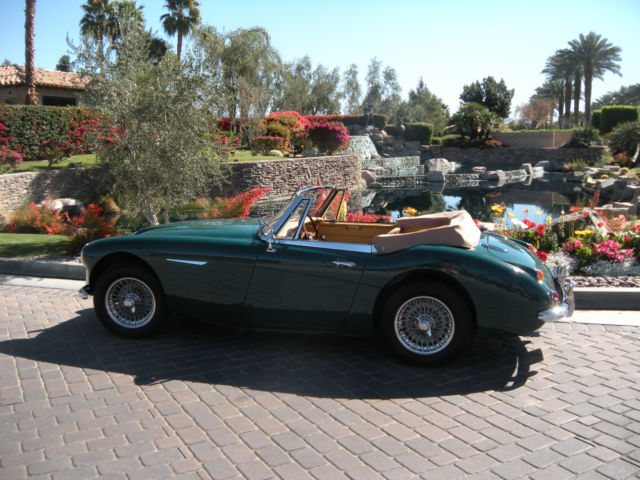 1967 Austin Healey 3000 (brirish racing green/bicscuit)