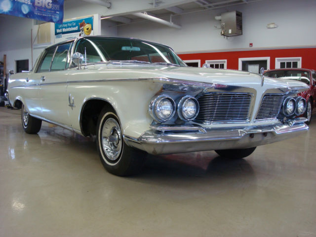 1962 Chrysler Imperial (White/burgundy)