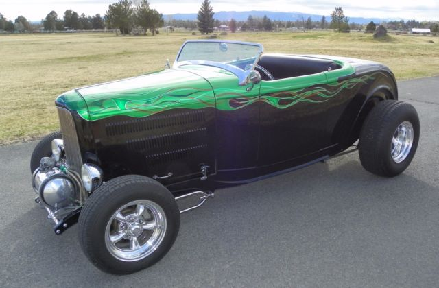 1932 Ford Roadster Hot Rod (Black with Green Flames/Black Ultra-Leather)