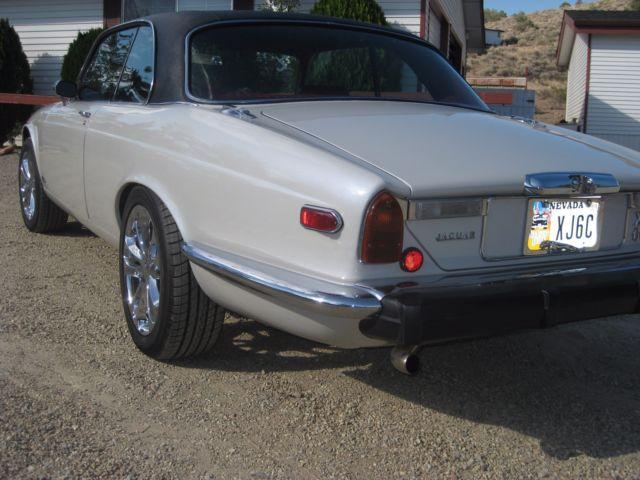seller of classic cars 1976 jaguar xj6 pearl white tri coat red rh classiccarsseller com 1975 Jaguar XKE 1975 Jaguar E-Type