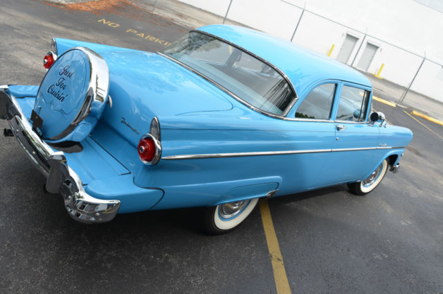 1955 Ford Customline (Blue/Blue)