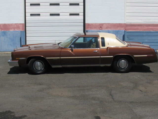 1978 Oldsmobile Toronado (Burgundy/Brown)