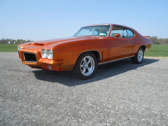 seller of classic cars 1972 pontiac gto pearlescent orange white. Black Bedroom Furniture Sets. Home Design Ideas
