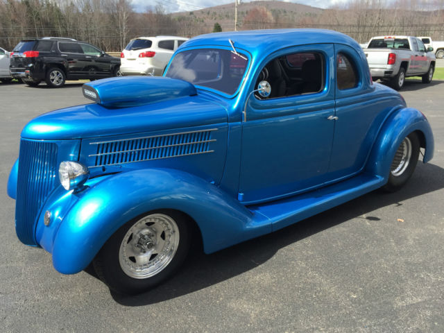 1936 Ford 5-Window Coupe (Blue/Grey)