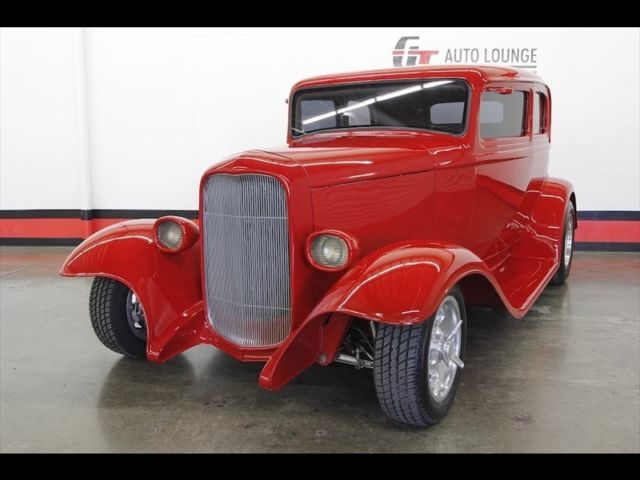 1932 Ford Vicky (Red/Tan)