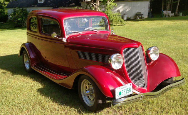 1933 Ford Vicky (Red/Gray)