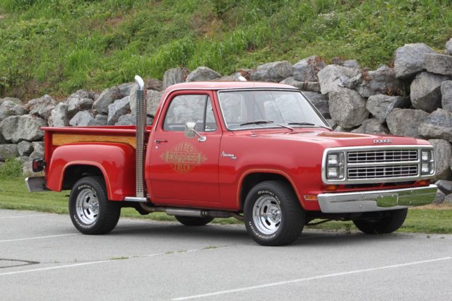 1979 Dodge D150 (Red/Black)
