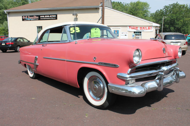 1953 Ford Crestliner Victoria Hardtop (Flamingo Red/Sungate Ivory/Off Red & Ivory)