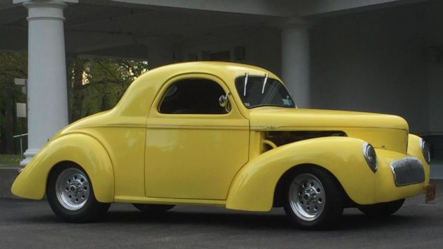 1941 Willys 2 Door Coupe (Yellow/Gray)