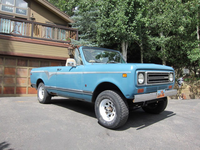1978 International Harvester Scout (Blue/Black)