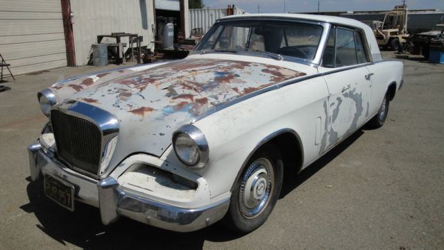 1962 Studebaker GT Hawk (White/Black)