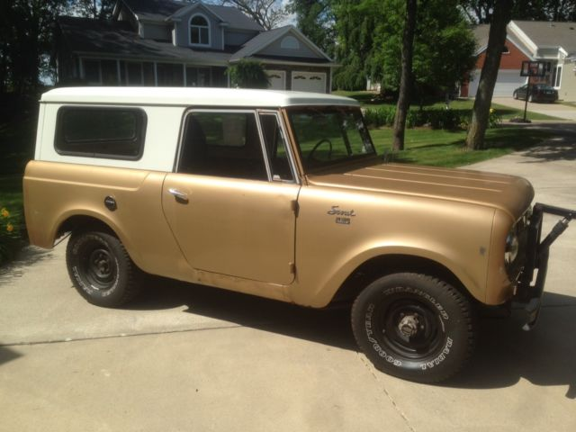 1965 International Harvester Scout (Gold/Black/Grey)