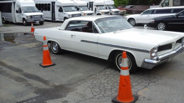 1963 Pontiac Bonneville (White/Red)