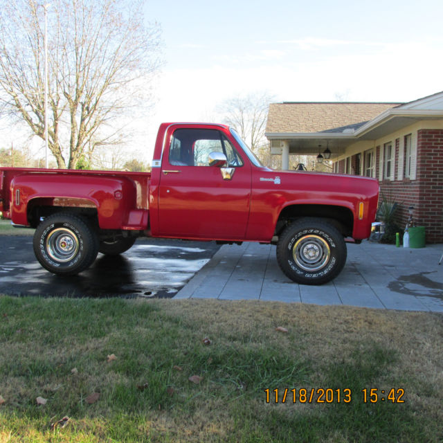 1976 Chevrolet C/K Pickup 1500 (Victory Red/Red)