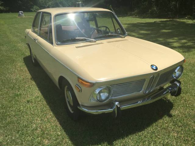 1970 BMW 2002 (Tan/Brown)
