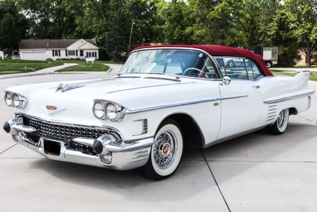 1958 Cadillac 62 SERIES (White/Red)