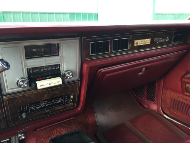 seller of classic cars 1978 lincoln town car maroon maroon. Black Bedroom Furniture Sets. Home Design Ideas