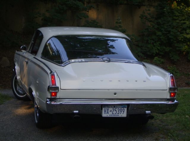 Seller of Classic Cars - 1966 Plymouth Barracuda (White/Red)