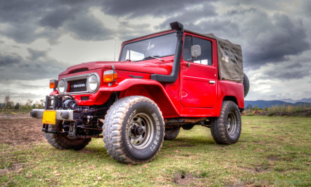 1976 Toyota FJ Cruiser (Red/Black)