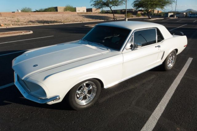 Seller of Classic Cars - 1968 Ford Mustang (Pearl White with