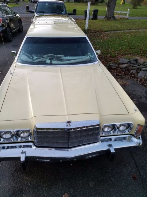 Seller of Classic Cars - 1977 Chrysler Town & Country