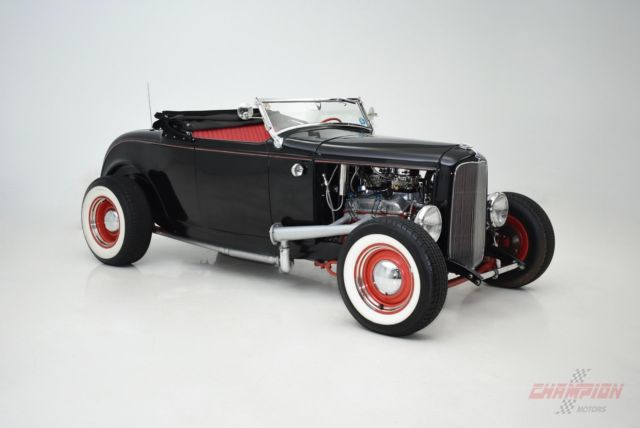 1932 Ford DEUCE HOT ROD CONVERTIBLE (Black/Red)