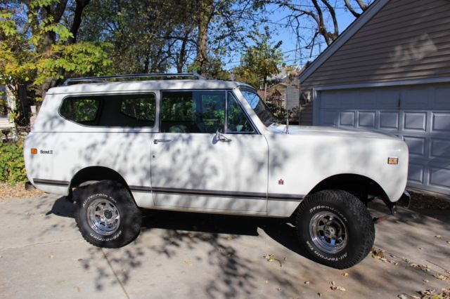 1972 International Harvester Scout (Alpine White/Tan)
