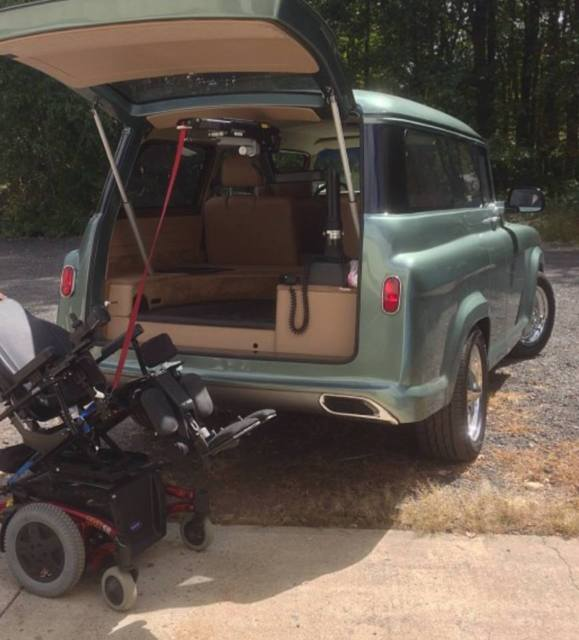 1957 Chevrolet Suburban (Green/Tan