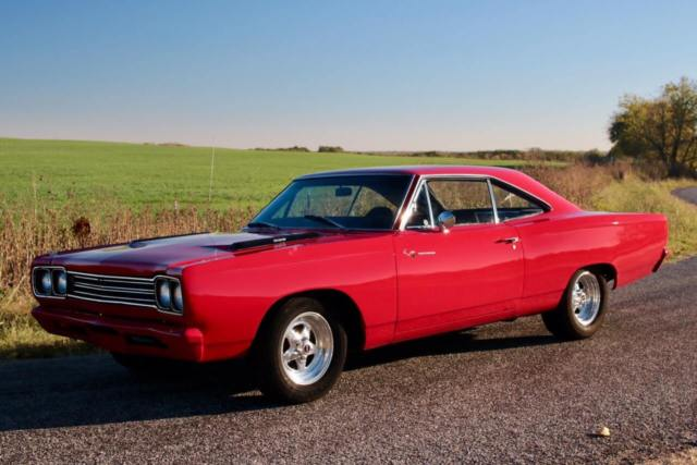 1969 Plymouth Road Runner (Red/Black)