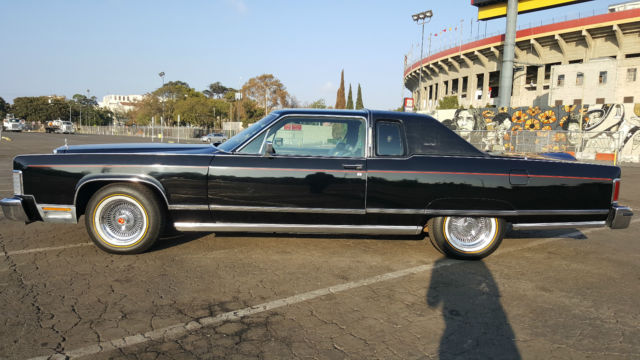 seller of classic cars 1977 lincoln continental black black. Black Bedroom Furniture Sets. Home Design Ideas