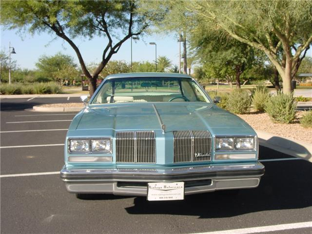 1976 Oldsmobile Cutlass (Blue/White)
