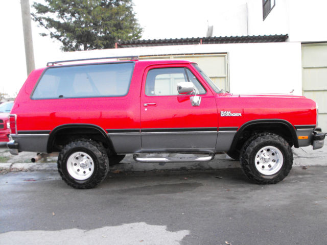 1970 Dodge Ramcharger (Red/Gray)